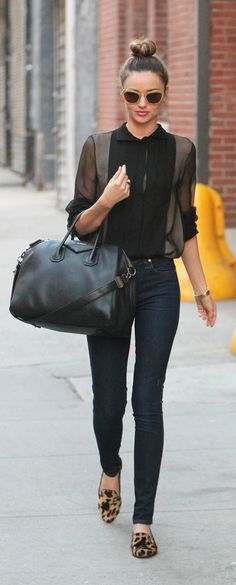 Mix camisa negra y jeans: Miranda Kerr Fashion Mode, Look Fashion, Winter Fashion, Womens Fashion, Fashion Trends, Fashion 2016, Fashion Details, Luxury Fashion, Fashion Inspiration