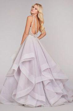 Por que o vestido de noiva é branco? A história do vestido está ligada à própria origem do casamento, que surgiu com o objetivo de legalizar uma unidade familiar, seja para a legitimação dos filhos…