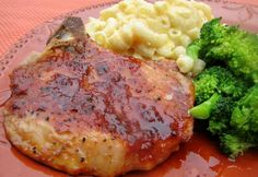 oven baked pork chops Make and share this Easy Oven Pork Chops recipe from . Pork Chop Recipes, Meat Recipes, Dinner Recipes, Cooking Recipes, Healthy Recipes, Kurobuta Pork Chop Recipe, Yummy Recipes, Dinner Ideas, Soups