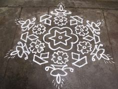 Here are the 8 dots rangoli designs with images. These 8 dots pulli kolam designs are the simple and easy drawn rangoli designs. Indian Rangoli Designs, Rangoli Designs With Dots, Rangoli Designs Images, Rangoli With Dots, Simple Rangoli, Mehndi Designs, Tantra, Muggulu Design, Kolam Rangoli