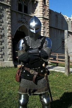 Chainmail armor, augmented with plate shoulders, plate leggings, and full helm. I'd say this is AC rating of Better than chainmail alone, but not as good as half plate.