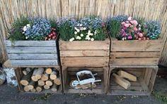 Garden Decoration with Crates - Like Plants . - Garden Care, Garden Design and Gardening Supplies Garden Care, Wooden Crates, Wooden Diy, Wooden Boxes, Apple Crates, Fruit Crates, Apple Boxes, Old Boxes, Diy Garden Decor