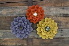 DIY felt flowers--beautiful dahlias to become awesome pins, broaches, headbands or fascinators. A great DIY gift for bridesmaids. Use this template to cut the petals.