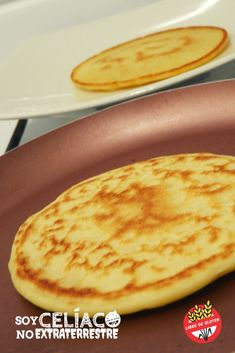 Tortitas / Pancakes sin gluten y sin azúcar How to make gluten free pancakes. An easy recipe to prepare pancakes without TACC for breakfast. Sugar Free Pancakes, Gluten Free Pancakes, Paleo Pizza Crust, Chocolate Sin Gluten, Gluten Free Sides Dishes, Dinner Rolls, Easy Meals, Healthy Recipes, Cooking