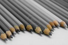Lápices grises.                                                                                                                                                      Más