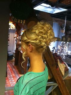 Beautiful Curled Updo with Twist Only if I knew how they did that bun...