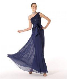 Modelo Razik. Vestidos de Fiesta para Damas de Honor y Madrinas. Avance Colección Pronovias 2014.