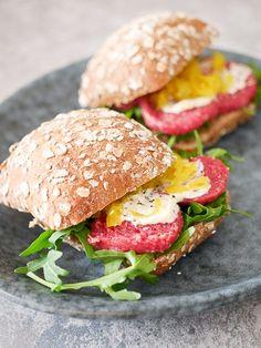 Broodje met ossenworst en truffelmayonaise   Foodaholic.nl
