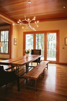Basement Air BNB Melody's Beautifully-Designed Pacific Northwest Kitchen How A Pendulum Works to Kee Contemporary Windows, Contemporary Interior, Pacific Northwest Style, Office Waiting Rooms, Craftsman Interior, Rental Decorating, Building A New Home, Dining Room Lighting, Small Dining