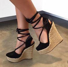 Gorgeous Heels, Cute Heels, Walk In My Shoes, Me Too Shoes, Walking In High Heels, Dressy Shoes, Wedge Shoes, Shoes Heels Wedges, Fashion Shoes