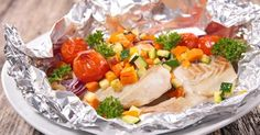 Recipe of Papillote of cod with sunny vegetables for slimming thighs - Cod papillote with sunny vegetables for slimming thighs: www. Meat Recipes, Healthy Recipes, Macro Meals, Baked Fish, Salad Dressing Recipes, Fish Dishes, Light Recipes, Food And Drink, Healthy Eating