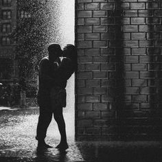 Chicago Couple Kissing Silhouette at Millenium Park Fountain // photo by Caroline Ghetes