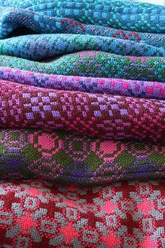 House of Rowan: Welsh wool tapestry blankets. Weaving Textiles, Textile Fabrics, Textile Art, Tapestry Weaving, Welsh Blanket, Wool Blanket, Textile Courses, Weaving Projects, Fabric Patterns