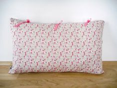 Housse de coussin - 50x30cm - tissu Liberty Eloïse rose imprimé fleurs - tissu coton rose - ruban rose