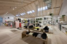 Royal Oak Floors have supplied Hornbeam timber flooring for the new Country Road store in Highpoint Melbourne. Royal Oak Floors, Retail Stories, Visual Display, Timber Flooring, Commercial Design, Retail Design, Visual Merchandising, Light Colors, Country Roads