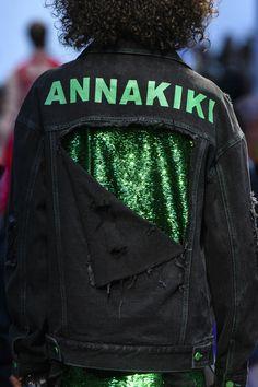 Annakiki at Milan Fashion Week Spring 2018 - Details Runway Photos New Fashion Clothes, Denim Fashion, Fashion Outfits, Milan Fashion, Fashion Tips, Fashion Weeks, Spring Fashion, Diy Jeans, Custom Clothes