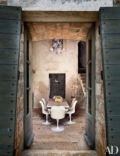 The ground-level kitchen occupies a former cistern.