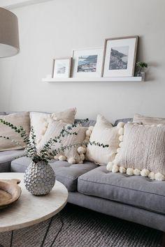 Affordable home decor gray couch, ivory pillows. Living Pequeños, Boho Living Room, Living Room Decor, Gray Couch Living Room, Modern Living, Affordable Home Decor, Cheap Home Decor, Home Decor Styles, Home Decor Accessories