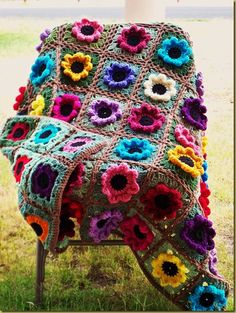 Home & Garden Flower Afghan from March 1992 Issue  I would LOVE to have this pattern!!!