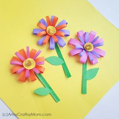 Brighten up your summer days with a paper flower craft that's super easy to make! Make several flowers in different colors for your room. Informations About Paper Flower Craft for Summer Pin You can e Folded Paper Flowers, Paper Flowers For Kids, Paper Flower Wreaths, Flower Crafts, Craft Flowers, Diy Flower, Newspaper Crafts, Paper Crafts For Kids, Color Paper Crafts