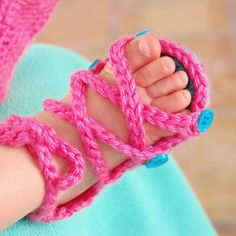 Baby Button Gladiator Sandals - Free Crochet Pattern
