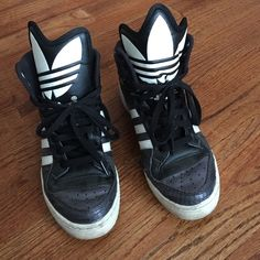 Adidas sneakers Size 7. Worn lots of times, has a rip and stains on left shoe ( please refer to the picture) but still wearable. Adidas Shoes Sneakers