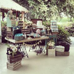 #kamalioneventos #candybar #detallesoriginales #flores #lecheros #dulceros #postres #maletas #vintage #mesadedulces #boda #menta&rosa