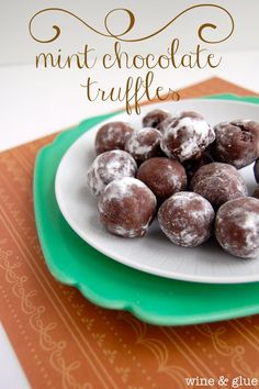 Mint Chocolate Truffles | www.wineandglue.com | Delicious and easy little mint chocolate treats