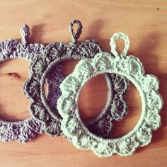 Pinner shows these as a frame but they would make cute tree ornaments.  Dress them up with a ribbon bow.  Make the chain loop longer to hang on the tree.  Use any kind of bracelet or metal ring.  Fun and fast. First single crochets should be multiple of six stitches.