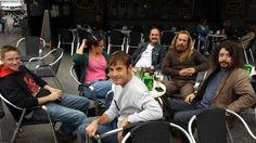 Parte del equipo de 'Superasturianos', el programa de la TPA, en el Teatrillo de Pravia.