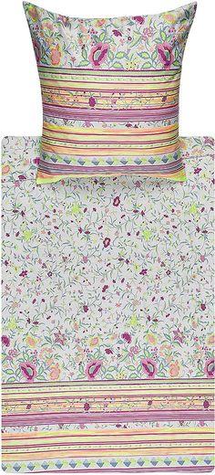 Zauberhafte Bettwäsche »Botticelli« aus dem Hause Bassetti. Die zarten Blüten ranken sich über die Bettwäsche und werden im unteren Bereich durch moderne Streifen umschlossen. Frische Farben machen das Design zu einem wahren Augenschmaus und zaubern Ihnen ein Lächeln ins Gesicht, sobald Sie in Ihr Schlafzimmer kommen. Durch die feine Mako-Satin Qualität aus 100% Baumwolle erhält der Stoff einen...