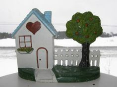 VINTAGE DOOR STOPPER COUNTRY HOUSE HEART FENCE APPLE TREE CAST METAL IRON