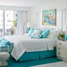 Bright aqua bedrooms will look great with little touches of white color. Bright aqua bedrooms with a bit of black color are good for boy's bedroom. Aqua Bedrooms, Coastal Bedrooms, Guest Bedrooms, Tropical Bedrooms, Bedroom Suites, Coastal Bedding, Modern Bedrooms, Bedroom Color Combination, Bedroom Turquoise