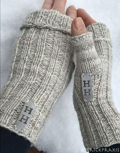 Turbo-fast cuffs with instructions / Turbofast Mittens - knitting is so easy . Turbo-fast wrist warmers with instructions / Turbofast Mittens – knitting is as easy as 3 K Knitting Blogs, Knitting For Beginners, Free Knitting, Knitting Projects, Baby Knitting, Knitting Patterns, Knitting Tutorials, Hat Patterns, Loom Knitting