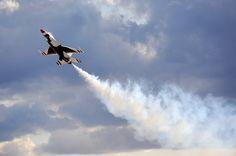 US Air Force Thunderbird F-16