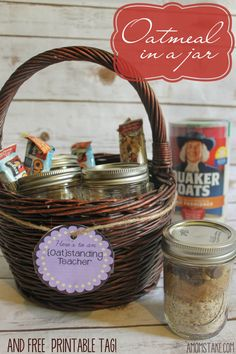 Easy Oatmeal in a jar quick breakfast idea and teacher gift + printable tag!