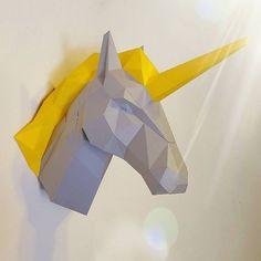 A Cabeça de Unicórnio em dobraduras de papel da PolyHeads custa R$ 260