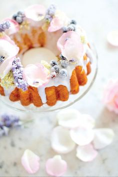 14 Elegant Recipes to Make for Easter Brunch: Sugared Elderflower Bundt Cake Pretty Cakes, Beautiful Cakes, Köstliche Desserts, Delicious Desserts, Traditional Cake Pans, Bolo Floral, Pastel Cupcakes, Flower Food, Wedding Cakes With Flowers