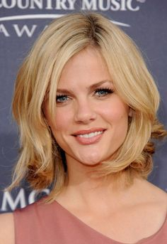 strawberry blonde medium length hairstyle for older women | shoulder length layered hairstyles for 2011 3 150x150 Mid Length Blond ...