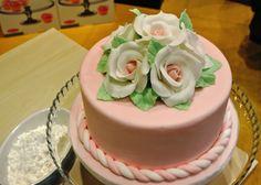 Oggi tema Flowers! Qualche idea per realizzare le vostre dolci creazioni in vista della Primavera.