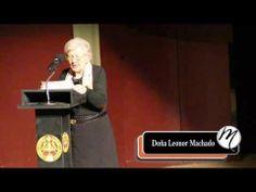Leonor Machado, de 89 años, única sobrina viva de Antonio Machado que convivió con él. Recita un poema, en el Acto de la conmemoración del 75 Aniversario de la muerte el poeta celebrado en el Ateneo de Madrid.