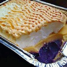 Layers of leche flan, purple yam and topped with meringue frosting like brazo de mercedes. This is an ultimate 3 in 1 dessert! Ingredients:~For Ube Halaya~ 1 kilo uncooked purple yam or ube, boiled… Filipino Dishes, Filipino Desserts, Asian Desserts, Filipino Recipes, Just Desserts, Filipino Food, Pinoy Food, Filipino Torta, Pinoy Recipe