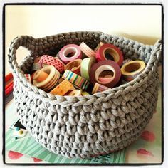 Vous reprendrez bien un petit panier ? Crochet Diy, Crochet Amigurumi, Crochet Home, Knit Basket, T Shirt Yarn, Yarn Crafts, Crochet Projects, Crochet Patterns, Sewing