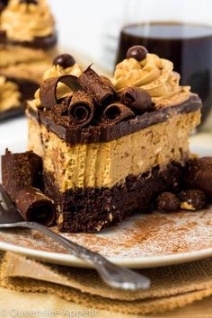 This Coffee Brownie Cheesecake consists of a creamy coffee cheesecake sitting on top of a dense brownie bottom, topped with a rich coffee chocolate ganache, chocolate curls, coffee whipped cream and chocolate covered coffee beans. Coffee Cheesecake, Cheesecake Brownies, Chocolate Cheesecake, Cheesecake Recipes, Chocolate Ganache, Dessert Recipes, Chocolate Desserts, Chocolate Truffles, Chocolate Brownies