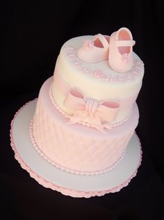 fondant baby shoes - vanilla cake with raspberry filling - baby shower cake with quilted diamond pattern Torta Baby Shower, Baby Shower Kuchen, Tortas Baby Shower Niña, Baby Shower Pasta, Girl Shower Cake, Elephant Baby Shower Cake, Baby Shower Cupcakes, Baby Shower Cake For Girls, Shower Baby