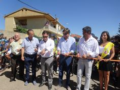 El presidente de la Diputación de León, Marcos Martínez, ha sido el encargado de cortar la cinta que ha dado inicio a la XXV Vuelta a Ciclista a León