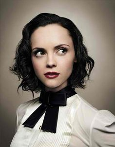Christina Ricci is the cutest! We love her makeup & what a sweet haircut!
