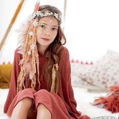 Un headband décoré de rubans et de perles / diy déguisement indien