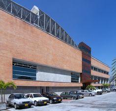 HA Bicicletas Año de Diseño: 2006 Ubicación: Medellín, Antioquia, Colombia. Área del Lote: 1.500.00 m2 Área construida:  1.1158.00 m2 Propietario: Bicicletas H.A. Avance: Construido Uso: Industria Descripción del Proyecto: Centro de Distribución de 11158 M2 para Bicicletas H.A Multi Story Building, Cartagena, Innovative Products, Apartments, Bicycles, Centre, Architecture