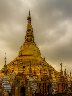 Photo Shwedagon Pagoda 2 / Myanmar-Birmanie par Fabien  Chevallier  on 500px